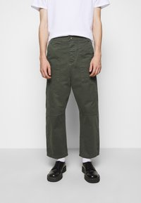 Henrik Vibskov - PLUMBER TWILL PANTS - Trousers - thyme green - 0