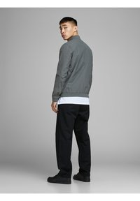 Jack & Jones - JERUSH - Bomber Jacket - dark grey - 2
