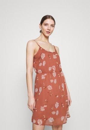 VMMELLIE SINGLET SHORT DRESS - Jersey dress - marsala/mellie