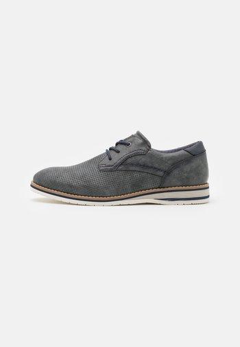 Zapatos con cordones - stone