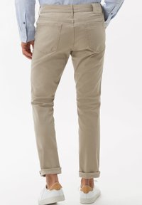 BRAX - STYLE CHUCK - Straight leg jeans - beige - 2
