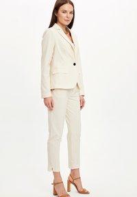 DeFacto - Pantaloni - beige - 1