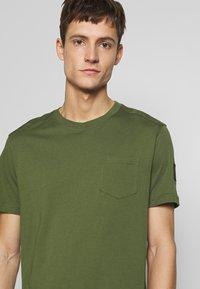 Belstaff - THOM - T-Shirt basic - olivine - 3
