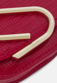 3.1 Phillip Lim - ALIX MINI CARDCASE ON CHAIN - Wallet - mars red - 3
