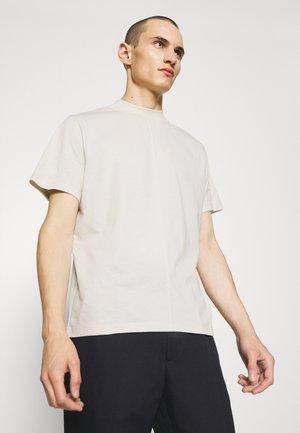 CAMERON MOCKNECK TEE - Basic T-shirt - vanilla