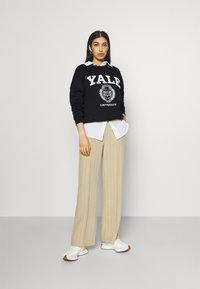 Even&Odd - YALE College Print Oversized Sweatshirt - Felpa - black - 1