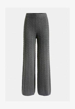 STRICKHOSE ZOPFMUSTER - Pantalon classique - grau
