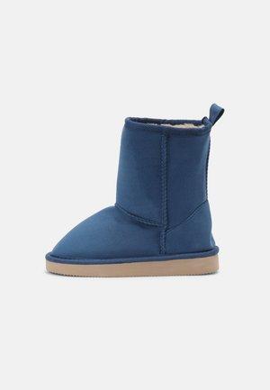 CLASSIC UNISEX - Boots - pretty blue