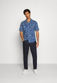 G-Star - BRISTUM 1PKT SERVICE STRAIGHT SHIRT S\S - Shirt - deep true blue batik - 1