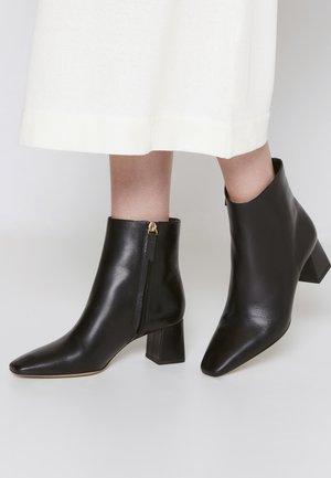 AJAR - Kotníková obuv - black