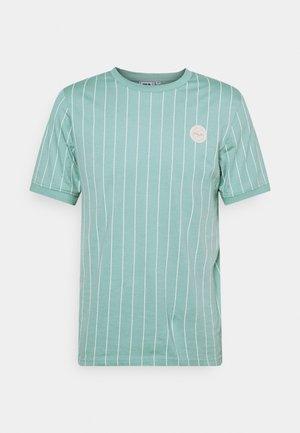 MILO TEE - Print T-shirt - cameo blue