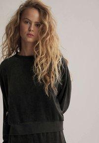 OYSHO - Sweatshirt - black - 3