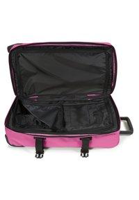 Eastpak - TRANVERZ - Wheeled suitcase - frisky pink - 2