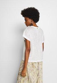 Rich & Royal - WITH POCKET - Print T-shirt - pearl white - 2
