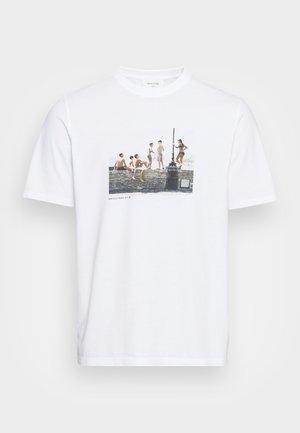 SAMI BRETT LLOYD BANDA - Print T-shirt - white