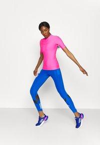 O'Neill - BIDART SKIN - Camiseta de lycra/neopreno - rosa shocking - 1
