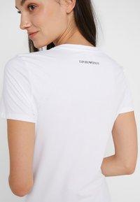 Emporio Armani - Print T-shirt - bianco ottico - 5