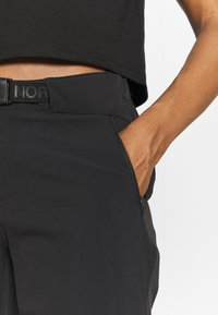 The North Face - SPEEDLIGHT - Shorts outdoor - tnf black/tnf white - 4