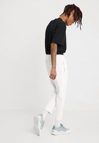 Urban Classics - CROPPED HEAVY PANTS - Tracksuit bottoms - white - 2