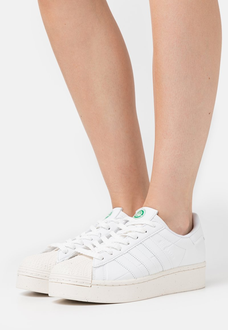 adidas Originals - SUPERSTAR BOLD PRIMEGREEN VEGAN - Zapatillas - footwear white/offwhite