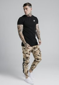SIKSILK - FITTED TAPED CARGO - Cargo trousers - desert - 1