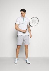 Lacoste Sport - TENNIS ZIP - Funkční triko - white/bottle green - 1