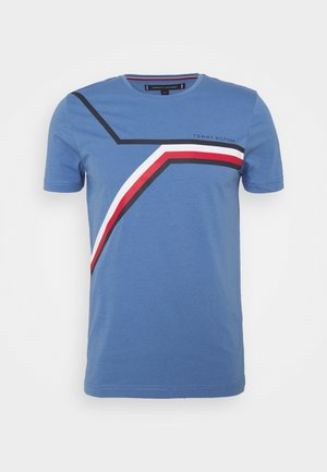 SPLIT CHEST STRIPE TEE - Print T-shirt - pebble blue