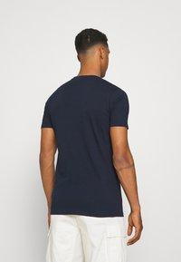 Ellesse - ALTERZI - T-shirt z nadrukiem - navy - 2