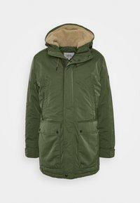 Abrigo de invierno - oliv