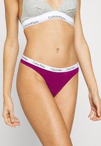 Calvin Klein Underwear - THONG 3 PACK - Tanga - loyal/feederstripeblack/greyheather - 3