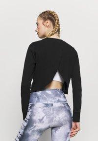 Cotton On Body - CROSS BACK LONG SLEEVE - Camiseta de manga larga - black - 2
