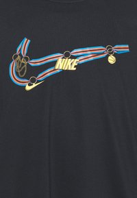 Nike Performance - DRY MEDALLION TEE - T-shirts print - black - 2