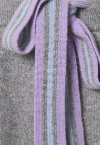 CHINTI & PARKER - RING MASTER TRACK PANTS - Trainingsbroek - grey/lilac/blue - 5