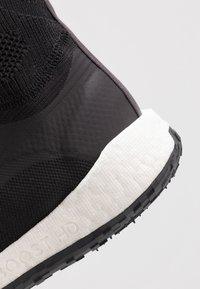 adidas by Stella McCartney - PULSEBOOST HD MID - Laufschuh Neutral - black/white/utility black/iron metallic - 5