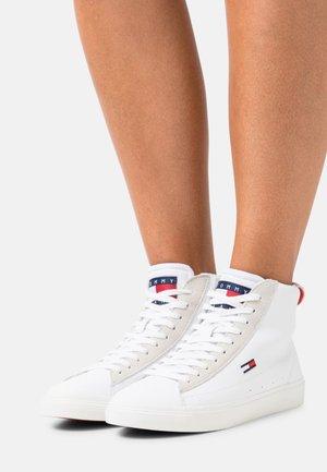 MID CUT VULC - High-top trainers - white