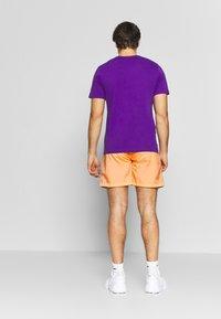 Columbia - RIPTIDE™ SHORT - Pantalones montañeros cortos - brigt nectar - 2