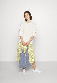 Moss Copenhagen - JILLIAN DRESS - Denní šaty - banana - 1