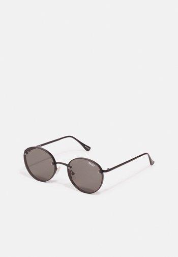 FARRAH - Sunglasses - black / smoke