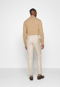 Isaac Dewhirst - PLAIN LIGHT SUIT - Completo - light brown - 5