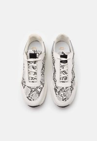 Ed Hardy - INSERT RUNNER - Trainers - white/charcoal - 3