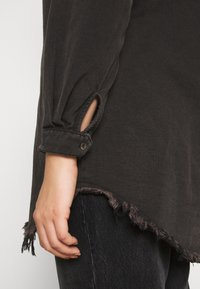 Missguided Plus - OVERSIZED - Button-down blouse - black - 6