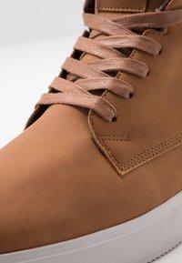 YOURTURN - Höga sneakers - cognac - 5