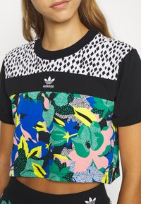 adidas Originals - CROPPED TEE - Camiseta estampada - multi coloured - 5