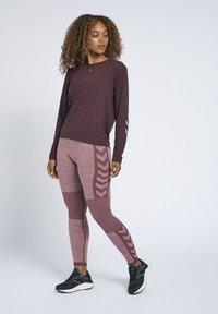 Hummel - SEAMLESS - Leggings - fudge/woodrose melange - 1