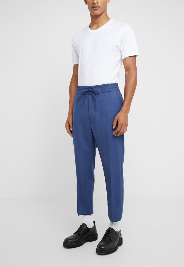 ELASTIC CROP GEORGE SERGE - Pantaloni eleganti - blue
