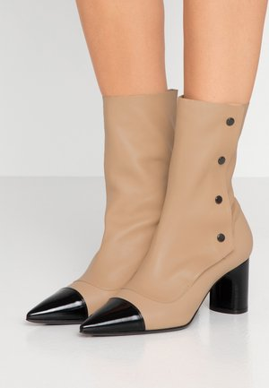 Kotníkové boty - nero/skin