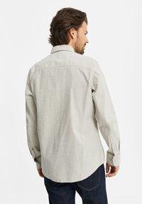 WE Fashion - SLIM FIT  - Shirt - off-white - 2