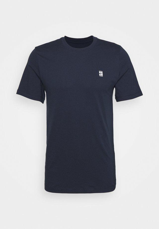 COURT TEE - T-shirt basic - obsidian/white