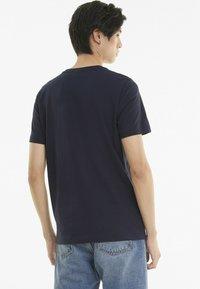 Puma - LOGO TEE - Print T-shirt - night sky - 2
