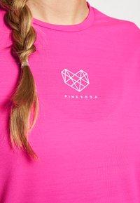 Pink Soda - HERON BOYFRIEND - Basic T-shirt - knockout pink - 4